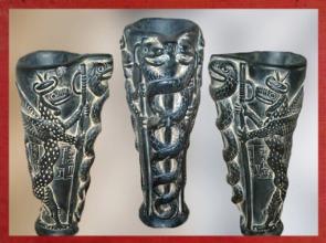 D'après un vase à libation, dédicace de Gudea à Ningishzida, stéatite, vers 2120 avjc, époque néo-sumérienne, antique Girsu, actuel Tello, Irak actuel. (Marsailly/Blogostelle)