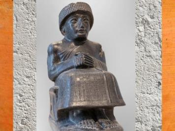 D'après Gudea, prince de Lagash, statue assise dédiée au dieu Ningishzida, vers 2120 avjc, époque néo-sumérienne, antique Girsu-Tello, Irak actuel, Mésopotamie. (Marsailly/Blogostelle)
