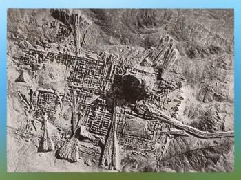 D'après une photo aérienne du quartier sacré d'Ur durant des fouilles britanniques, en 1927 apjc, actuel Irak, Mésopotamie. (Marsailly/Blogostelle)