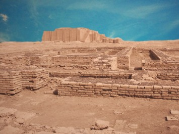 D'après les vestiges de la cité d'Ur, époque du roi Ur-Nammu, IIIe dynastie d'Ur, vers 2100 avjc, actuel Irak, Mésopotamie. (Marsailly/Blogostelle)