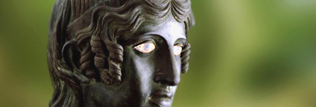 """Une étrange statue de bronze : """"Prends garde à toi si elle t'aime"""""""
