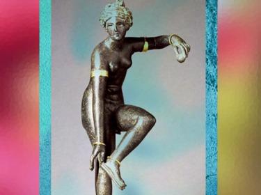 D'après Aphrodite, qui détache sa sandale, bronze, bijoux en or, époque Romaine. (Marsailly/Blogostelle)