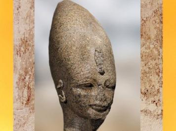 D'après la Couronne Blanche de Haute- Égypte, Aménophis III, statue colossale du roi, vers 1391 - 1353 avjc, XVIIIe dynastie, temple funéraire, Thèbes, Nouvel Empire, Égypte ancienne. (Marsailly/Blogostelle)