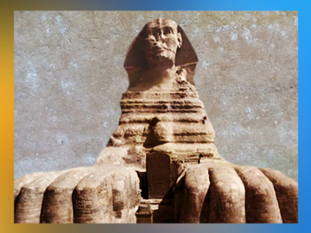 D'après le Sphinx de Giseh, la stèle de Thoutmosis IV entre ses pattes de lion, Égypte ancienne. (Marsailly/Blogostelle)