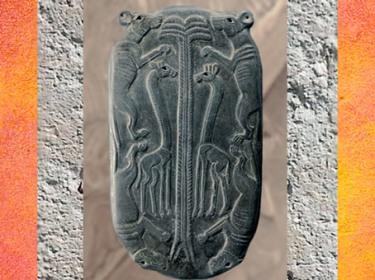 D'après une palette à fard dite aux chiens, vers 3300-3200 avjc, période de Nagada, schiste sculpté en bas-relief, Égypte ancienne. (Marsailly/Blogostelle)