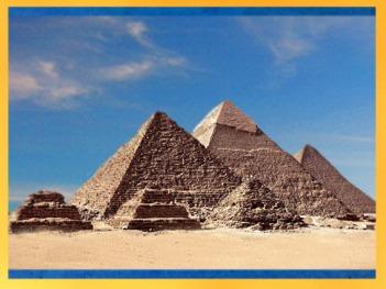 D'après les pyramides de Khéops, Khéphren et Mykérinos, vers 2930-2750 avjc, IVe dynastie, Ancien Empire, plateau de Gizeh, Saqqara, Égypte Ancienne. (Marsailly/Blogostelle)