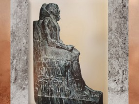 D'après Khéphren trônant, protégé par le faucon, vers 2930-2750 avjc, IVe dynastie, Ancien Empire, Égypte Ancienne. (Marsailly/Blogostelle)
