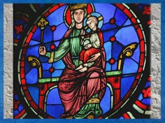 D'après la Vierge à l'enfant, rosace Ouest, Notre Dame de Paris, 1163 apjc-début XIVe siècle, art gothique. (Marsailly/Blogostelle)