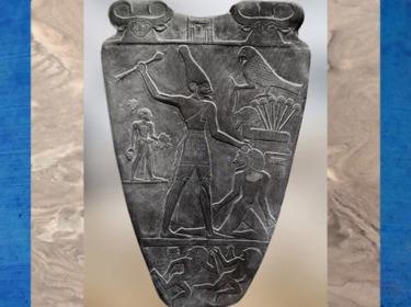 D'après le roi Narmer coiffé de la couronne blanche, palette à fard, schiste, vers 3400 – 3200 avjc, début de la dynastie Thinite, Hiérakonpolis, Égypte Ancienne. (Marsailly/Blogostelle