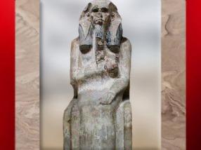 D'après le roi Djoser trônant, calcaire, trace de polychromie, vers 2980 – 2930 avjc, IIIe dynastie, Ancien Empire, Ancien Empire, Saqqara, Égypte Ancienne. (Marsailly/Blogostelle)