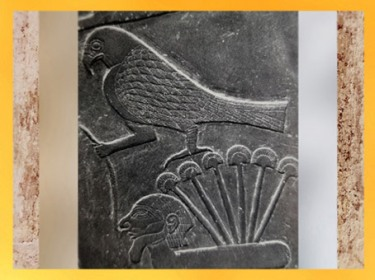 D'après le faucon Horus, un captif et le signe milliers, détail, palette à fard de Narmer, schiste, vers 3000 avjc, début dynastie Thinite, Hiérakonpolis, Égypte Ancienne. (Marsailly/Blogostelle)