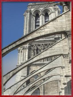 D'après les arcs-boutants, de notre Dame de Paris, 1163 apjc-début XIVe siècle, art gothique. (Marsailly/Blogostelle)