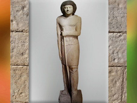 D'après la statue masculine de Sepa, calcaire peint, vers 2980 – 2475 avjc, Ancien Empire, Égypte Ancienne. (Marsailly/Blogostelle)