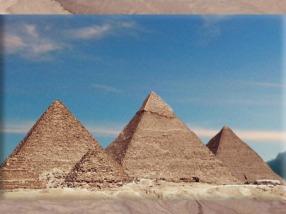 D'après les pyramides deKhéops,Khéphren, et Mykérinos, IVe dynastie, Ancien Empire, Saqqara,Égypte Ancienne. (Marsailly/Blogostelle)