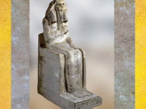 D'après le roi Djoser trônant, statue calcaire, vers 2980 – 2930 avjc, IIIe dynastie, Ancien Empire, Saqqara, Égypte Ancienne. (Marsailly/Blogostelle)