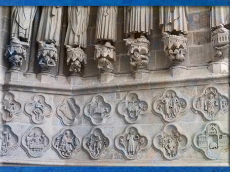 D'après le zodiaque et les travaux saisonniers, Notre-Dame de Paris, portail central. (Marsailly/Blogostelle)