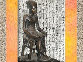D'après Imhotep, architecte et conseiller divinisé du roi Djoser, bronze, vers 332 – 30 avjc, Époque ptolémaïque, Égypte Ancienne. (Marsailly/Blogostelle)