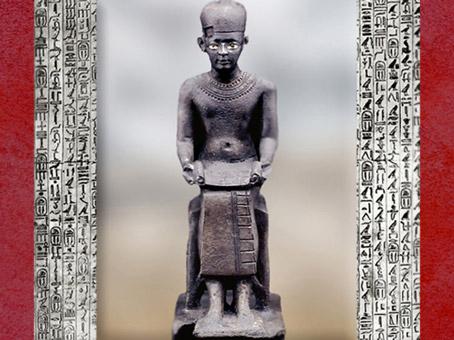 D'après une statuette d'Imhotep le sage en scribe, bronze vers 600 avjc, Basse Époque, Égypte Ancienne. (Marsailly/Blogostelle)