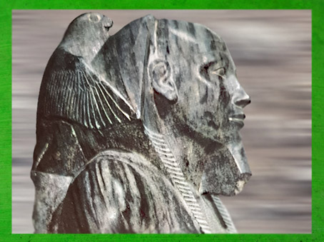 D'après le pharaon Khéphren et le dieu faucon, IVe dynastie, vers 2930-2750 avjc,Ancien Empire, Gizeh, Égypte Ancienne. (Marsailly/Blogostelle)