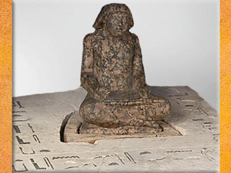 D'après le prince Setka, fils du roi Didoufri, représenté en scribe, statuette en granite, IVe dynastie, Ancien Empire,Égypte Ancienne. (Marsailly/Blogostelle)
