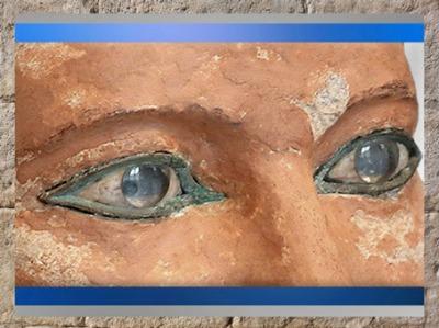 D'après les yeux du Scribe accroupi, calcaire peint, cuivre, pierre blanche et cristal de roche, IVe ou Ve dynastie, entre 2930 et 2625 avjc, Ancien Empire, Saqqara, Égypte Ancienne. (Marsailly/Blogostelle)