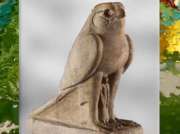 D'aprèsLe Faucon qui protège le roi Nectanébo II, statuette calcaire, XXXe dynastie, Basse époque, Égypte ancienne. (Marsailly/Blogostelle)