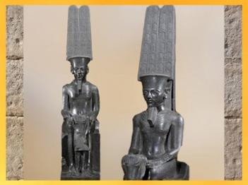 D'après le dieu Amon, coiffé de ses hautes plumes, et Toutânkhamon, statue en diorite, XVIIIe dynastie, Nouvel Empire, Égypte Ancienne. (Marsailly/Blogostelle)