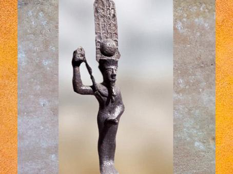 D'après Amon-Rê, forme ithyphallique de Min, figurine votive, bronze, Basse Époque, Égypte Ancienne. (Marsailly/Blogostelle)