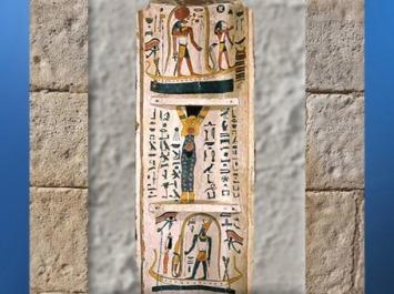 D'après le voyage de Rê, au centre Nout,en bas Atoum, sarcophage de Tachepenkhonsou, joueuse de sistre d'Amon-Rê, vers 650 avjc, fin XXVe-début XXVIe dynastie, bois peint, Égypte ancienne. (Marsailly/Blogostelle)