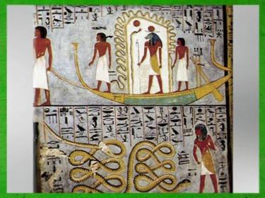 D'après Rê-Atoum-Knoum dans sa barque, au-dessus du serpent Apophis, Livre des Portes, tombe de Ramsès Ier, XIXe dynastie, Nouvel Empire, Vallée de rois, Égypte Ancienne. (Marsailly/Blogostelle)