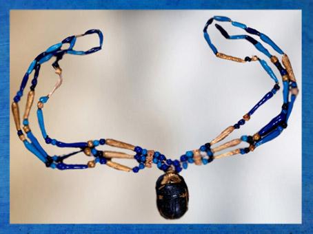 D'après Khépri scarabée, collier du cœur de Sennéfer, vers 1300 avjc, Nouvel Empire Nouvel Empire, Égypte Ancienne. (Marsailly/Blogostelle)