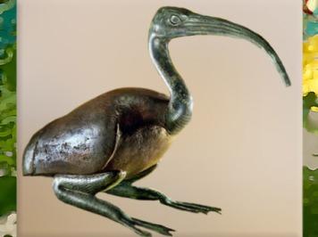 D'après l'Ibis, oiseau des marais consacré au dieu Thot, bronze, bois et feuilles d'or, vers 332-30 avjc, Époque ptolémaïque, Égypte Ancienne. (Marsailly/Blogostelle)