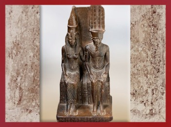 D'après le dieu Amon-Rê et Mout, sa parèdre, statuette dédicacée par Mérymaât, Nouvel Empire, Égypte Ancienne. (Marsailly/Blogostelle)