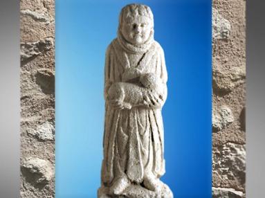 D'après un ex-voto, enfant, talisman et chien, calcaire, Source de la Seine, vers Ier siècle avjc- Ier siècle apjc, Gaule romaine. (Marsailly/Blogostelle)