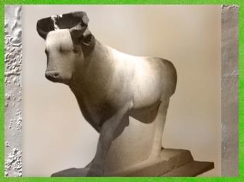 D'après le Taureau Apis, statue calcaire peinte à l'origine, XXXe dynastie, sous les Nectanebo, catacombes des Apis, Sérapéum de Saqqara, Basse Époque, Égypte Ancienne. (Marsailly/Blogostelle)