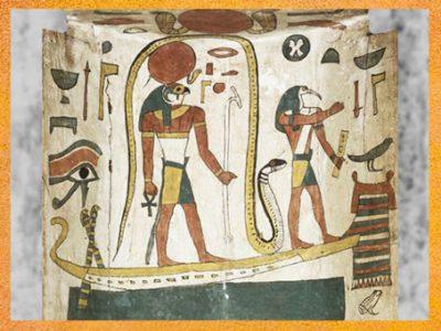 D'après le dieuThot sur la barque de Rê, sarcophage de Tachepenkhonsou, joueuse de sistre d'Amon-Rê, bois peint, vers 650 avjc, fin XXVe-début XXVIe dynastie, Égypte ancienne. (Marsailly/Blogostelle)