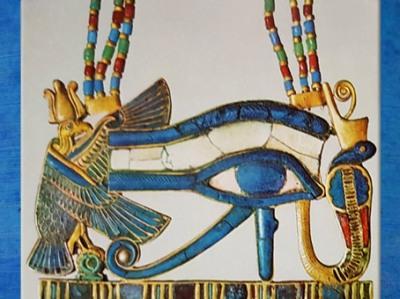 D'aprèsl'œil oudjat, trésor deToutankhamon, bijou, XVIIIe dynastie, Nouvel Empire, Égypte Ancienne. (Marsailly/Blogostelle)