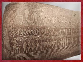 D'après le voyage du soleil, sarcophage du pharaon Ramsès III, granit, XXe dynastie, Vallée des Rois,Nouvel Empire, Égypte Ancienne. (Marsailly/Blogostelle)