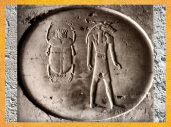 D'après le disque Rê, Khépri le Soleil Levant, et Rê- Atoum à tête de bélier, tombe de Séthi II, XIXe dynastie, Nouvel Empire. Nouvel Empire, Égypte Ancienne. (Marsailly/Blogostelle)