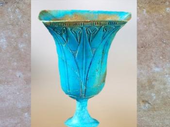 D'après un vase en forme de nénufar, faïence bleue, XXIIe dynastie, Troisième période intermédiaire, vers 1090 - 663 avjc, Égypte Ancienne. (Marsailly/Blogostelle)