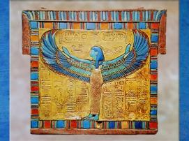 D'après la déesse Nout ailée, trésor de Toutankhamon, XVIIIe dynastie, Nouvel Empire, Égypte Ancienne. (Marsailly/Blogostelle)