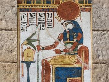 D'après Rê-Horakhty trônant, tombe civile, début XIXème dynastie, Thèbes, Nouvel Empire, Égypte Ancienne. (Marsailly/Blogostelle)