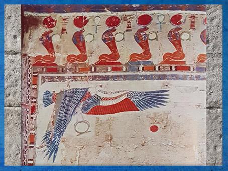 D'après le vautour et une frise de cobras, chapelle d'Anubis, temple de la reine Hatchepsout, XVIIIe dynastie, Deir el-Bahari, Nouvel Empire, Égypte Ancienne. (Marsailly/Blogostelle)