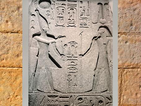 D'après le dieu Ptah, Maître des Jubilés royaux, offrande de Ramsès II, granit, XIXe dynastie, Nouvel Empire, Égypte Ancienne. (Marsailly/Blogostelle)