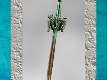 D'après Nefertoum sous la forme de la fleur de nénufar bleu ou lotus, Égypte Ancienne. (Marsailly/Blogostelle)