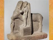 D'après Hathor, vache, déesse femme et divinité à tête de serpent, quartzite, vers 663 - 332 avjc, Basse Époque, Égypte Ancienne. (Marsailly/Blogostelle)