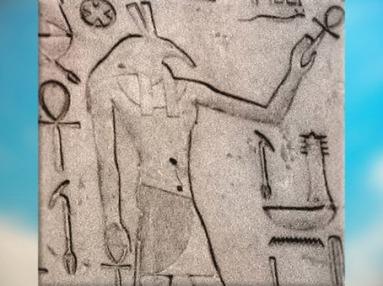D'après le dieu Seth à tête de canidé, stèle du roi Thoutmosis, linteau, temple de Seth, XVIIIe dynastie Nouvel Empire, Égypte Ancienne. (Marsailly/Blogostelle)