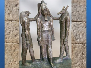 D'après Horus et Seth à tête de canidé, qui couronnent Ramses III, groupe statuaire en granit, XXe dynastie, Nouvel Empire, Égypte Ancienne. (Marsailly/Blogostelle)