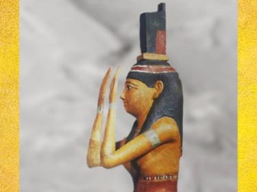 D'après la déesse Isis et sa coiffe en forme de trône, bois stuqué peint, IVe-Ier siècles avjc, époque Ptolémaïque, Égypte Ancienne. (Marsailly/Blogostelle)