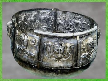 D'après le chaudron de Gundestrup, métal or et argent, Danemark, Ier siècle avjc, âge du Fer, art Celte. (Marsailly/Blogostelle)